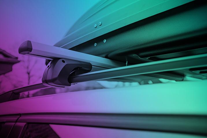 Bil med takbox borstlös biltvätt