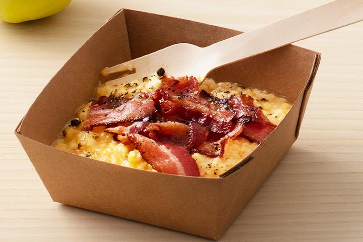 krämig äggröra med bacon