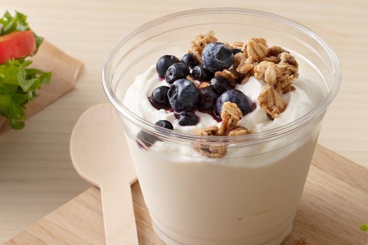 Grekisk yoghurt med honung och rostade frön.